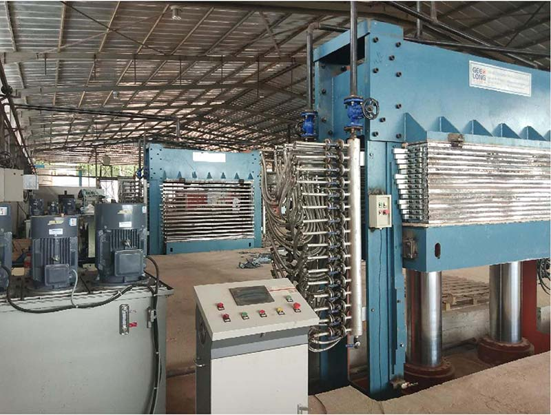 Fábrica completa de máquinas de contraplacado estabelecida na Costa do Marfim