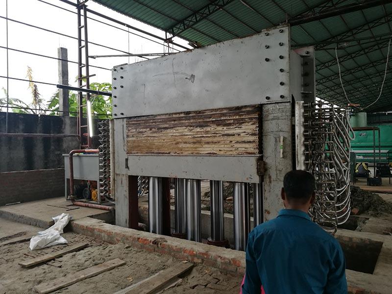 Fábrica de madeira compensada estabelecida em Bangladesh
